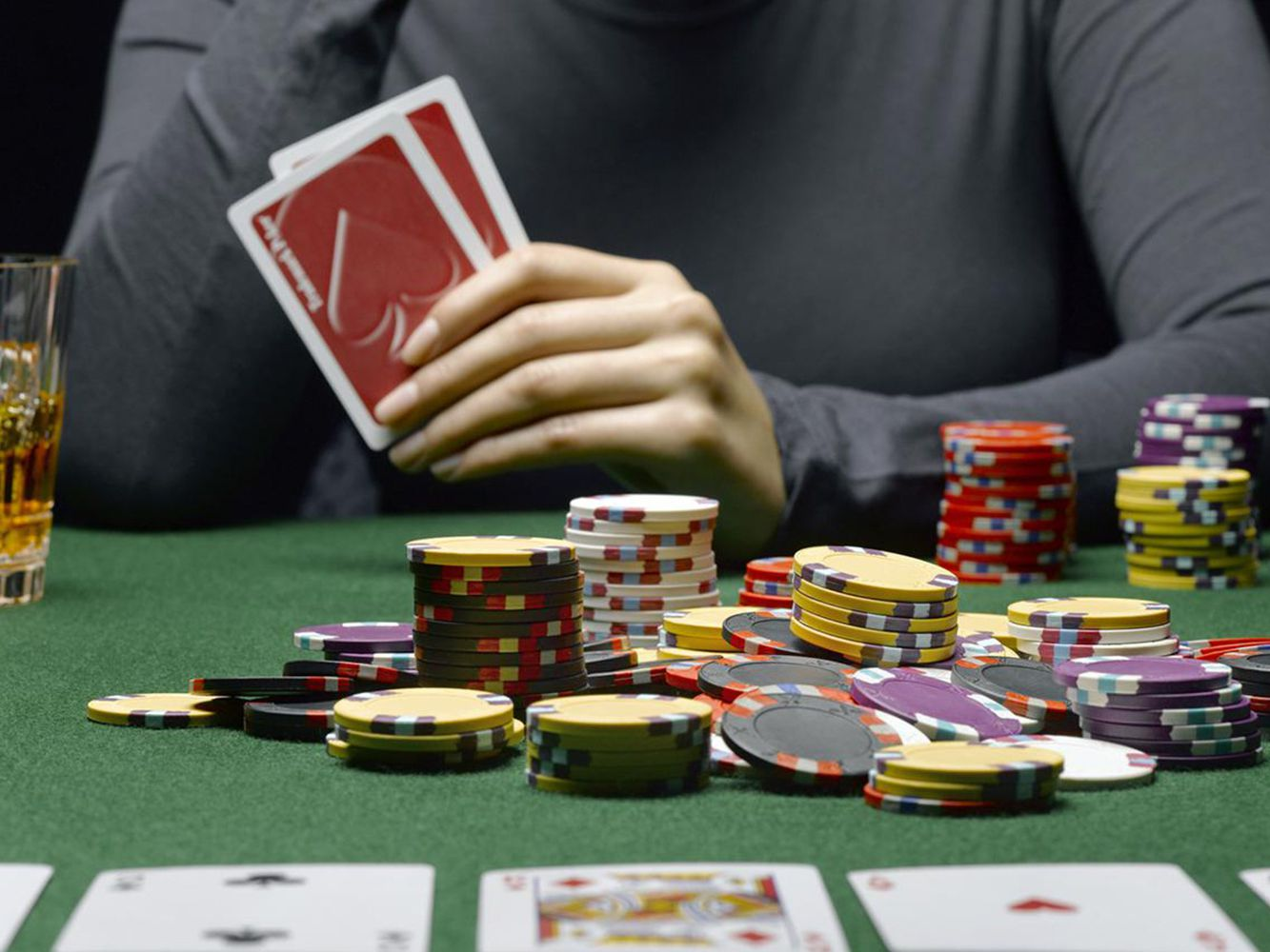 Poker And Gambling – 3 Benefits Of Playing Online